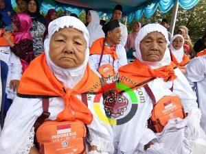 Mengharukan, Dua Kakak Beradik Tunaikan Ibadah Haji Diusia 80 dan 78 Tahun