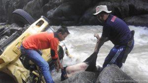 Truk Colt Diesel Terjun Bebas ke Sungai Renun Dairi, 2 Orang Tewas
