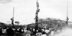 Sejarah Pahit Lomba Panjat Pinang dan Balap Karung, Pesta Belanda untuk Menertawakan Pribumi