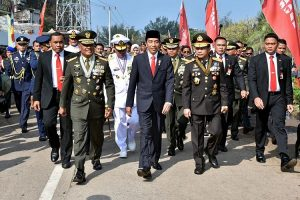 Terjebak Macet, Presiden Jokowi Jalan Kaki 3 KM Menuju Lokasi Upacara HUT TNI